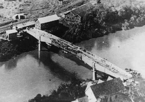 Construção da ponte sobre o Rio do Peixe.