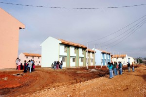 Vila Zumbi, na região de Curitiba: sobrados transformam a favela desde 2004