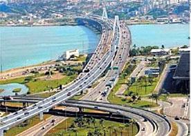 Novo viaduto que desafogaria o trânsito em Florianópolis seria construído entre os já existentes, como mostra a simulação