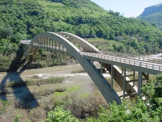 Ponte Sobre o Rio das Antas, no Rio Grande do Sul: exemplo de concreto aparente