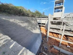 Opção pelo concreto projetado é mais comum em obra cujo terreno é rochoso ou localizada em meio urbano Crédito: Brasecol